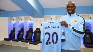 Mangala-holding-still-in-the-dressing-room-A19U5927